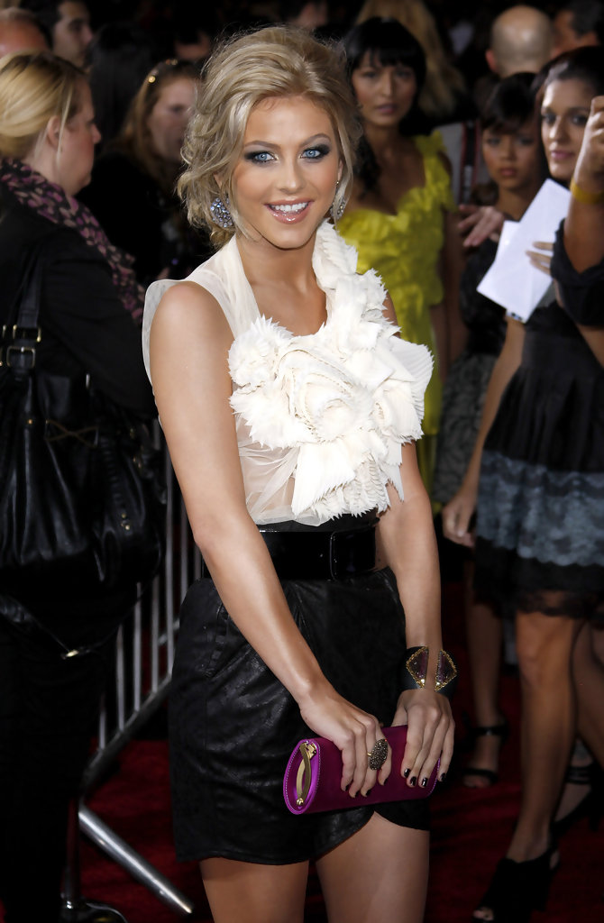 Julianne Hough In Premiere Of Quot The Twilight Saga New Moon