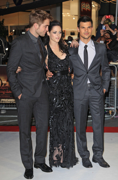 Kristen Stewart and Taylor Lautner - Celebs at the 'Breaking Dawn' Premiere