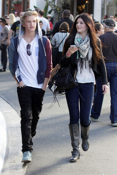 Kylie Jenner and Cody Simpson - Kylie Jenner and Cody Simpson Stroll Around the Grove