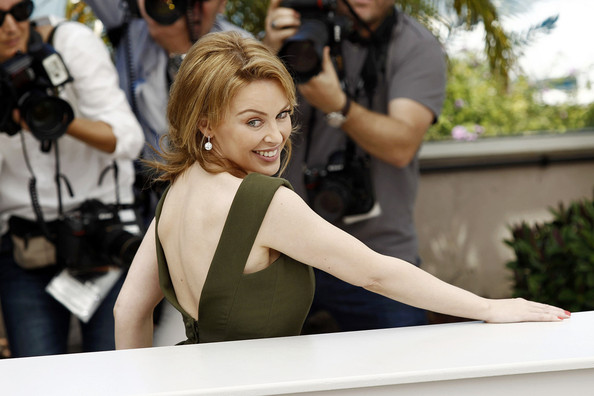 Kylie photos > candids, shoots, eventos... - Página 11 Kylie+Minogue+Kylie+Minogue+Poses+Cannes+8c8c2_1CRUAl
