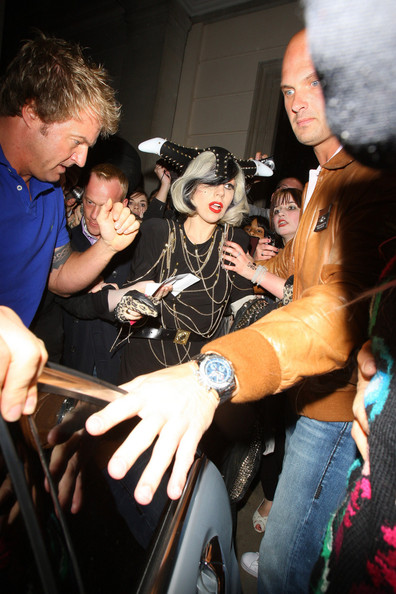 Lady Gaga Arrives at Her London Hotel []