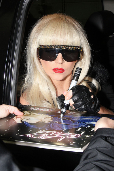 lady gaga autograph - photo #10