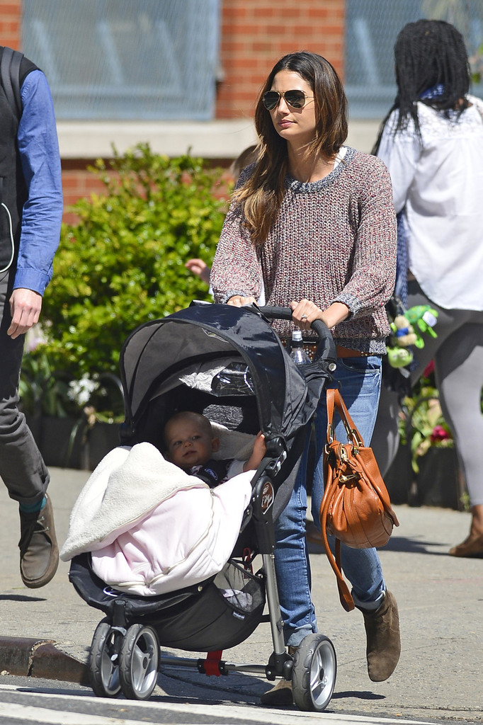 Lily Aldridge - Lily Aldridge Spends the Day With Her Daughter