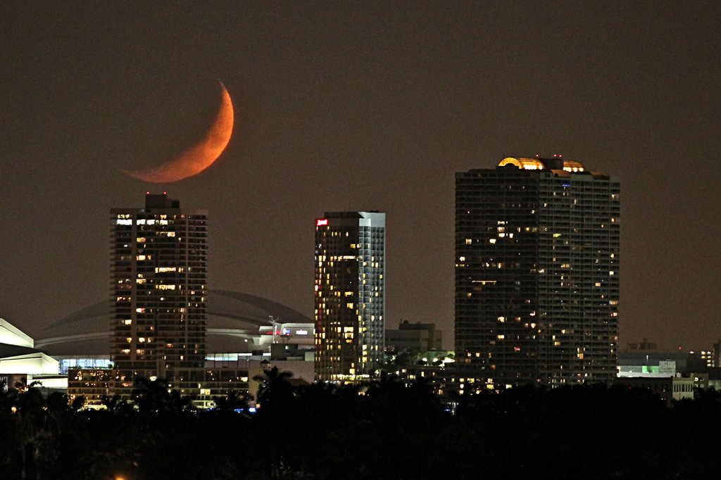 The Moon Is On Fire A Firery New Moon Was Seen Last Night