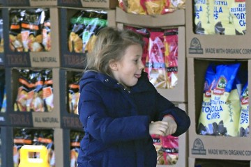 Matilda Ledger Michelle Williams Picks Up Groceries With Matilda