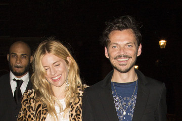 Matthew Williamson Sienna Miller Braves the Rain for Fashion
