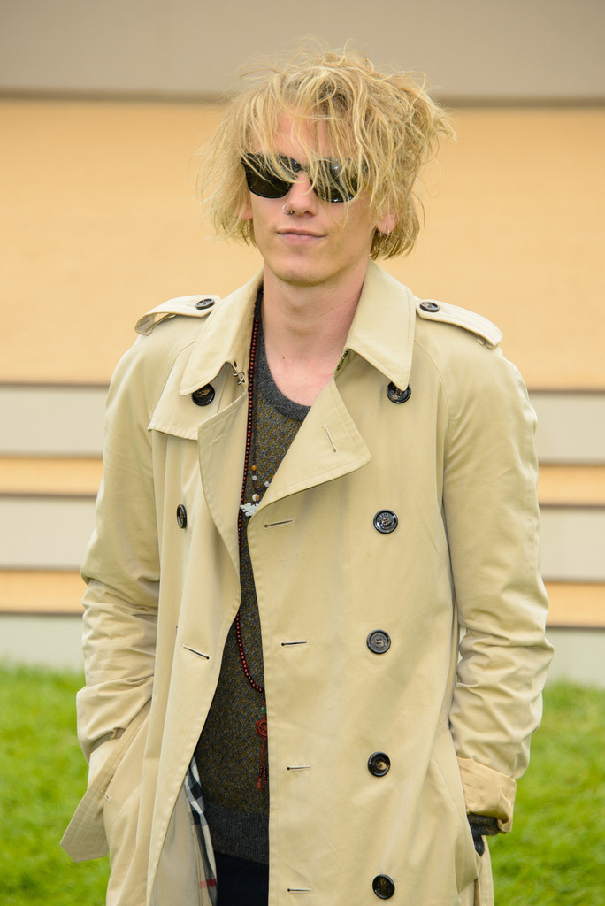 0475b894f04 Jamie Bower Photos Photos - Arrivals at the Burberry Prorsum Runway ...