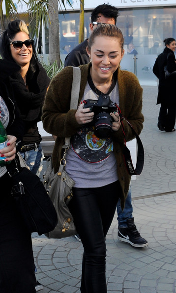 "Miley Cyrus Miley Cyrus is all smiles as she takes some time off with friends and family in Brisbane Australia.The star, who is in Brisbane with her ""Gypsy Heart"" tour, was joined by beau Liam Hemsworth and her mother Tish as they lunched in the city. Miley posed for pictures - then turned her lens on waiting photographers, happily snapping back with a friend's SLR."