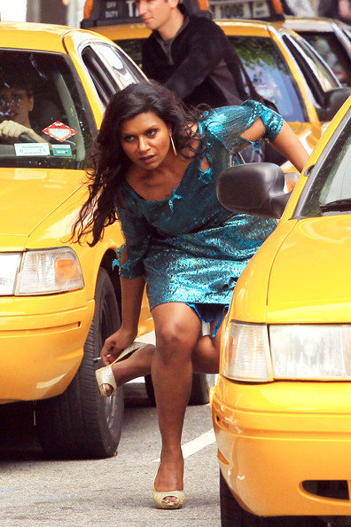 Mindy Kaling - Mindy Kaling Shoots Her New Pilot in NYC