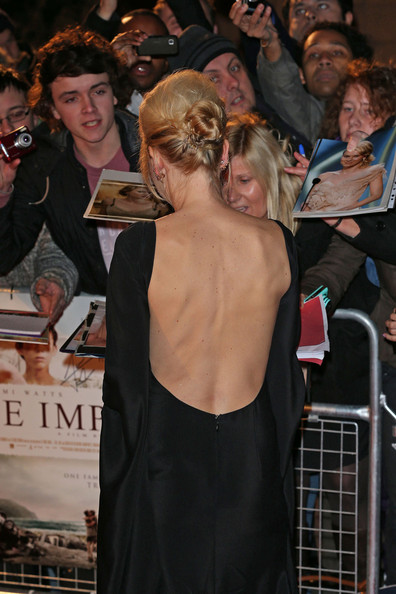 Naomi Watts - Celebs at the Premiere of 'The Impossible'