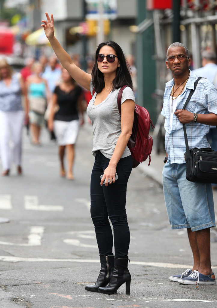 Olivia Munn Jumps On The '90s Bandwagon