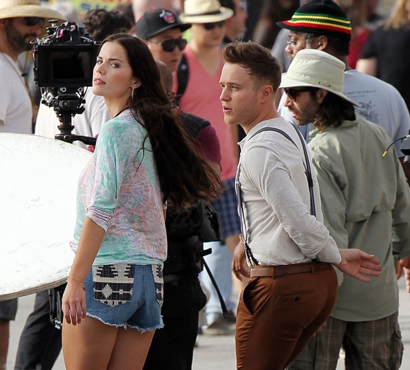 British pop star and former 'X Factor' runner-up Olly Murs films his latest music video as he tries to seduce a sexy brunette female co-star while on Venice Boardwalk []