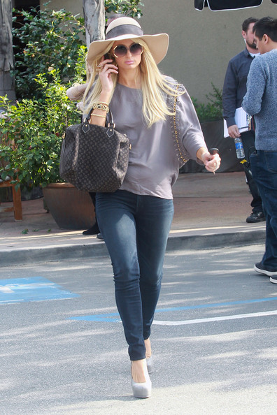 Paris Hilton and Mom Shop in Beverly Hills (Paris Hilton