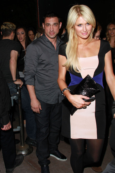 http://www1.pictures.zimbio.com/pc/Paris+Hilton+boyf+Cy+Waits+dine+out+Hollywood+_CEOmFbGFr-l.jpg