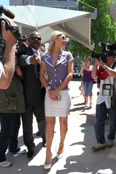 http://www1.pictures.zimbio.com/pc/Paris+Hilton+seen+outside+Van+Nuys+Courthouse+rJsGJku-ivOl.jpg