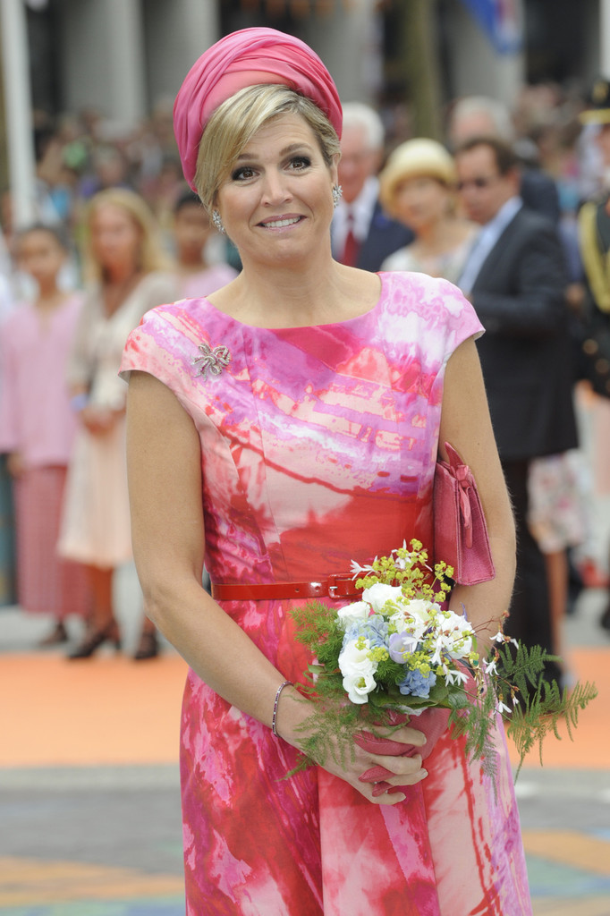 http://www1.pictures.zimbio.com/pc/Queen+Maxima+King+Willem+Alexander+Celebrates+GTWqdMRVmoox.jpg