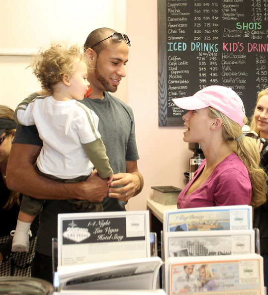 http://www1.pictures.zimbio.com/pc/Reality+star+Kendra+Wilkinson+husband+Hank+mbEDX4qE95Ql.jpg