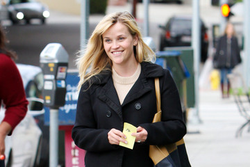 Reese Witherspoon Reese Witherspoon Leaves Lunch with a Pal