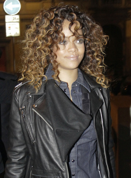 http://www1.pictures.zimbio.com/pc/Rihanna+Rihanna+Out+in+Milan+sdTRMIrxI9Dl.jpg