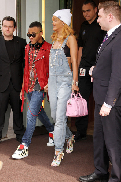 Nosee Rosee: SPOTTED: Rihanna With Her Mom and Brother In ...