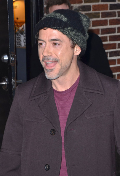 http://www1.pictures.zimbio.com/pc/Robert+Downey+Jr+Robert+Downey+Jr+Visits+Letterman+E1H1agj5dnAl.jpg