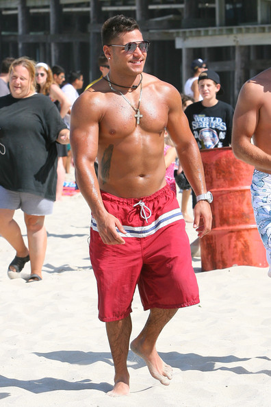 jersey shore ronnie punches mike. The Jersey Shore cast may have