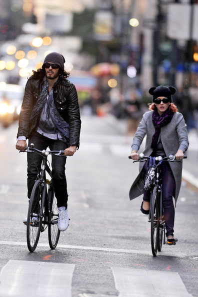 Russell Brand - Russell Brand and Katy Perry Go for a Bike Ride in New York City
