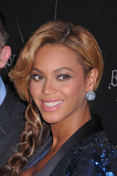 SHE SMELLS SEXY - A pregnant Beyonce celebrates the launch of her new ...