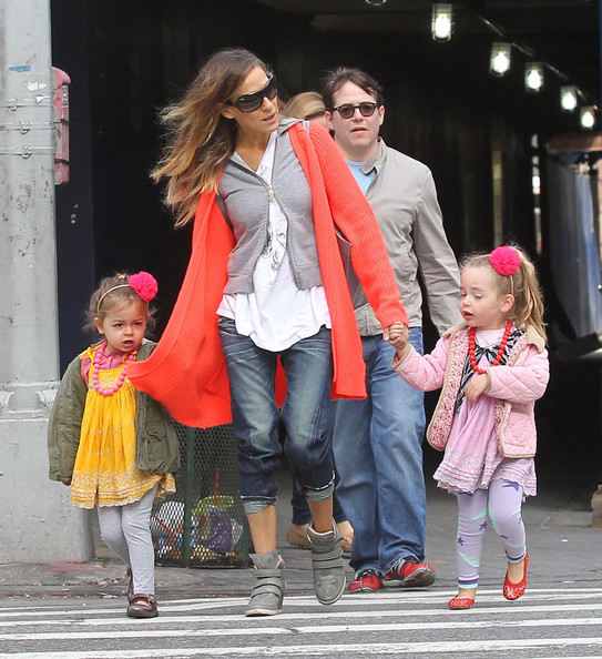 Sarah Jessica Parker Takes Her Family for a Stroll 2 - Pictures ...