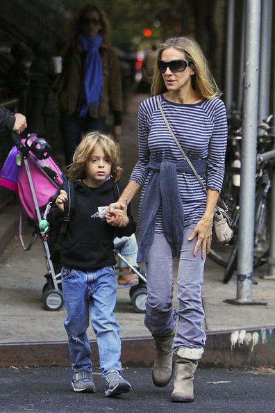 http://www1.pictures.zimbio.com/pc/Sarah+Jessica+Parker+walks+son+James+school+sSIGAffPJnpl.jpg