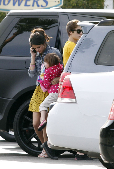 Selena Gomez - Justin Bieber and Selena Gomez at Paradise Cove