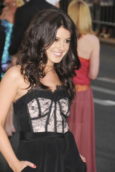 http://www1.pictures.zimbio.com/pc/Shenae+Grimes+2011+CFDA+Fashion+Awards+New+VRZtE6tsB23l.jpg