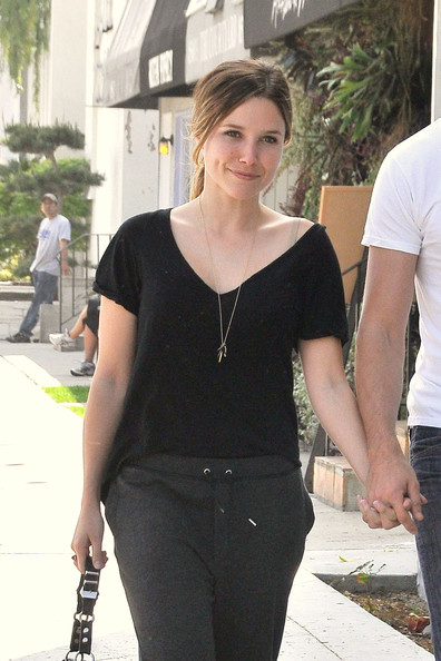 Sophia Bush and boyfriend Austin Nichols hold hands as the two head to lunch ...