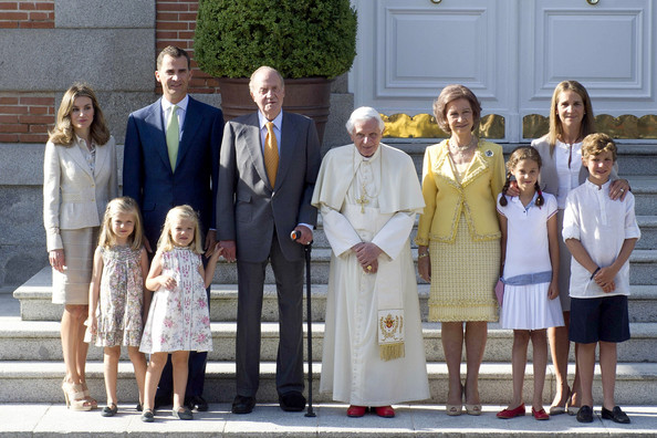 The Spanish Royal Family Welcomes Pope Benedict XVI to ...