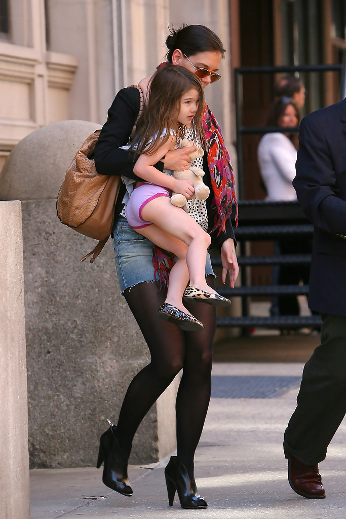 suri cruise in suri cruise leaves an apartment building in