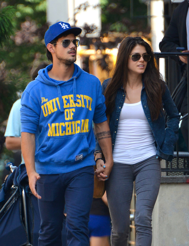 Taylor Lautner in Tayl... Taylor Lautner Girlfriend
