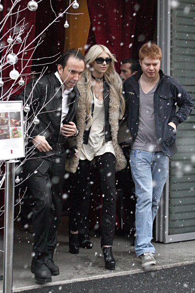 Taylor Momsen Taylor Momsen ventures out into snow outside her hotel in Paris. The