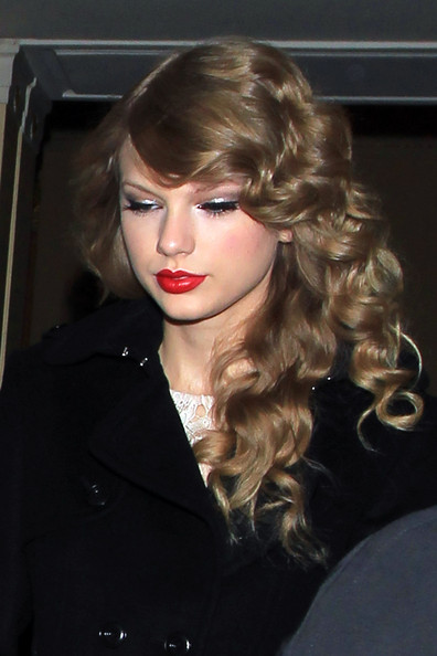 Taylor Swift Taylor Swift braves the cold London weather to head out of her hotel in the British capital. The country cutie is in town for the BBC Radio One Teen Awards.