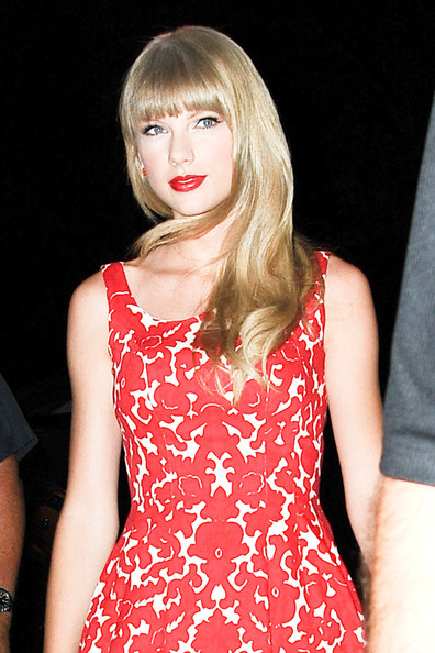 Taylor Swift - Taylor Swift Visits the MTV Studios