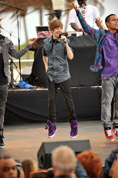 "Teen singing sensation Justin Bieber performs his hit single ""Lonely Girl"" amongst a throng of fans at the CBS Early Show in South Beach, Florida. Bieber also conducted an interview session with fans and played around on in-breaks and signings."