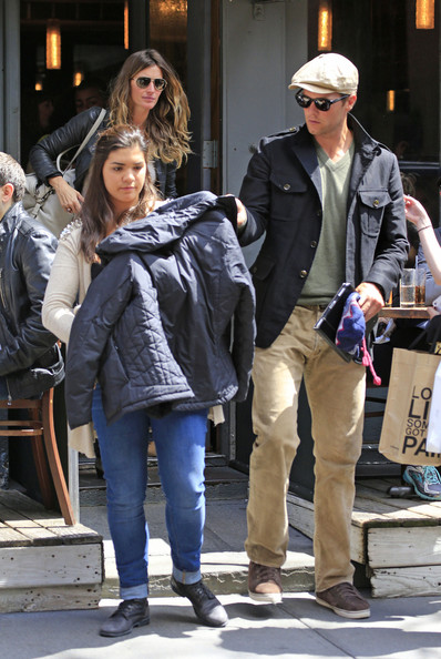 Tom Brady and Gisele Bundchen Photos Photos - Gisele