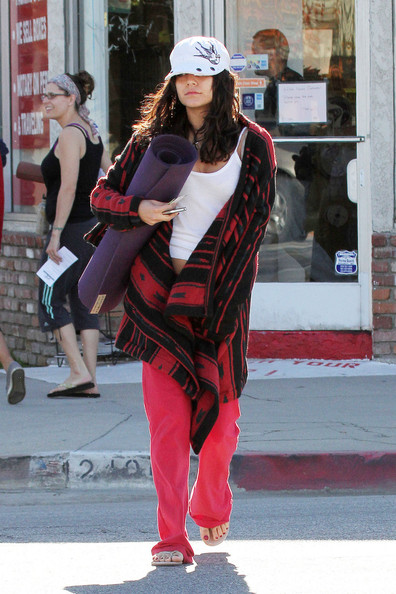 Vanessa Hudgens - Vanessa Hudgens Leaves a Yoga Class