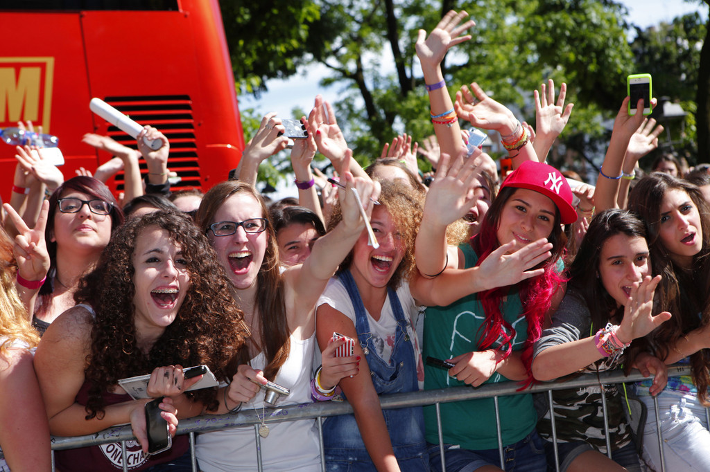 Fans Gather at One Direction's Hotel in Milan - Zimbio