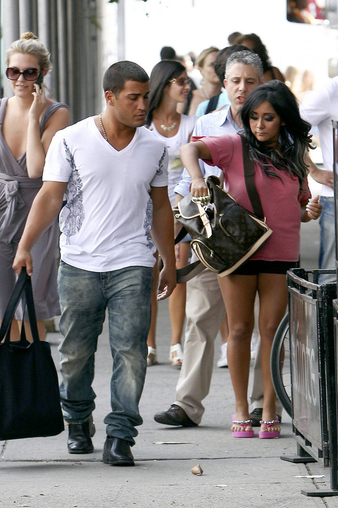 22852052d02 Jionni LaValle Photos»Photostream · Main · Articles · Pictures · Nicole  Polizzi Shopping in NYC