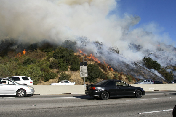 Wildfire on the 405 Freeway in Los Angeles - Zimbio