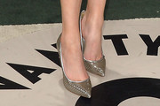 Elizabeth Banks Pumps
