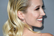 Anna Camp Medium Wavy Cut