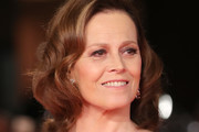 Sigourney Weaver Medium Wavy Cut