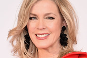 Deborah Norville Medium Wavy Cut