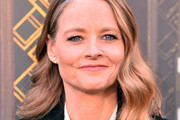 Jodie Foster Medium Wavy Cut